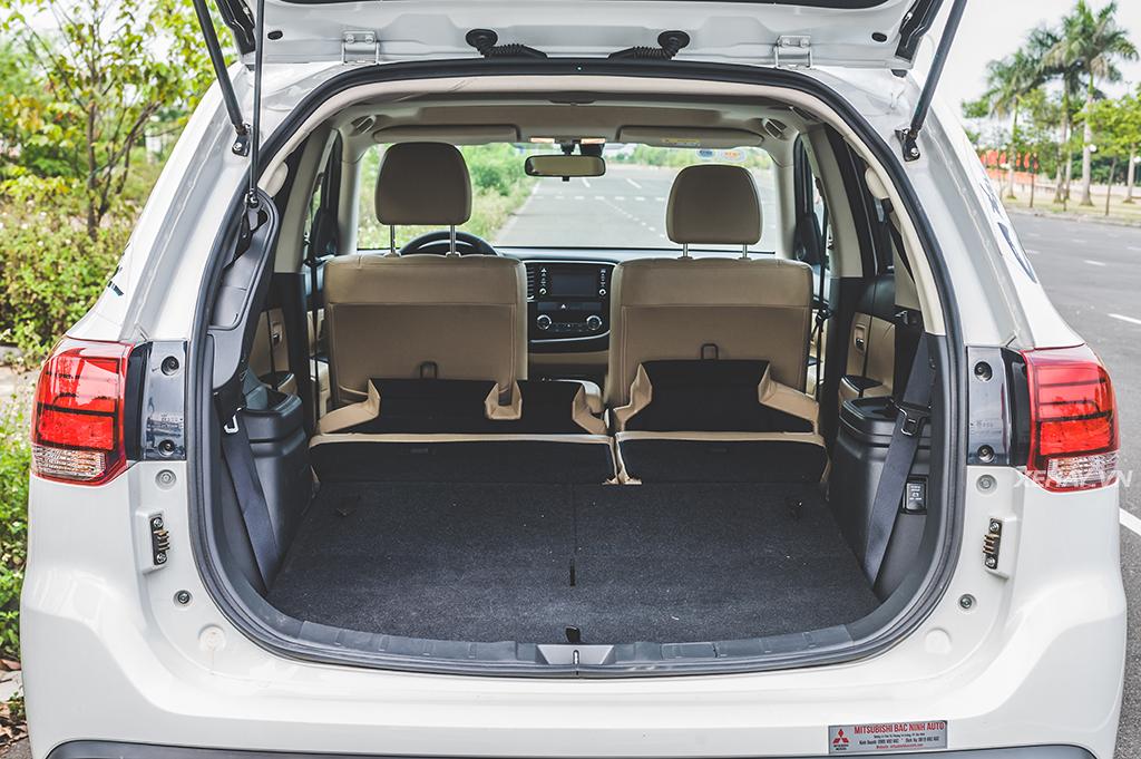 Tính năng gập ghế linh hoạt trên Mitsubishi Outlander